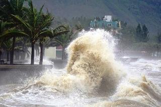 Cảnh báo khả năng xuất hiện liên tiếp 3 cơn bão trên Biển Đông