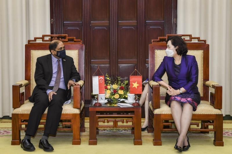 Thống đốc NHNN Nguyễn Thị Hồng tiếp Đại sứ Singapore tại Việt Nam