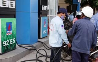 Giá xăng E5 sẽ thấp hơn RON92 từ 300-500 đồng/lít