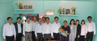 Trao tặng 62 căn nhà sửa chữa cho hộ nghèo