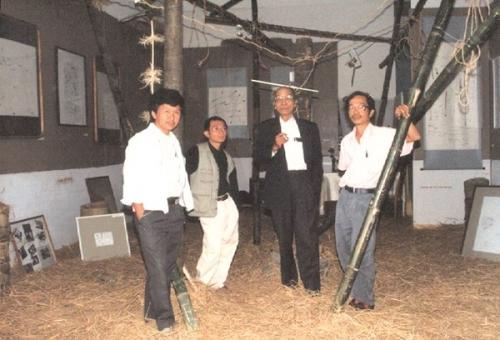 Nhà văn Nguyễn Văn Xuân viết báo tết