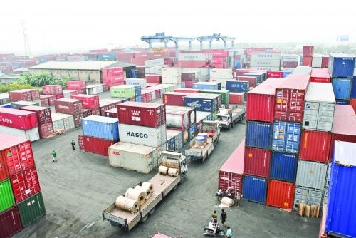 Logistics Việt: Chậm một bước, thua đường dài