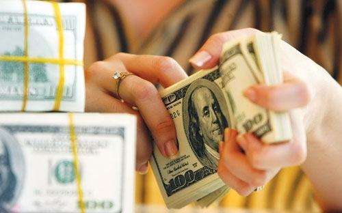 Tỷ giá trung tâm tăng trở lại, giá USD ngân hàng tiếp tục 'im lìm'