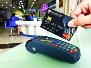 Cánh cửa tiêu dùng mở: Nhà sản xuất và dịch vụ hưởng lợi