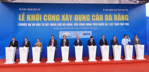 Thủ tướng Nguyễn Xuân Phúc bấm nút khởi công xây dựng cầu Đà Rằng