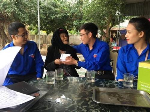 BAC A BANK thăm và tặng quà mẹ Việt Nam anh hùng nhân dịp Tết Mậu Tuất