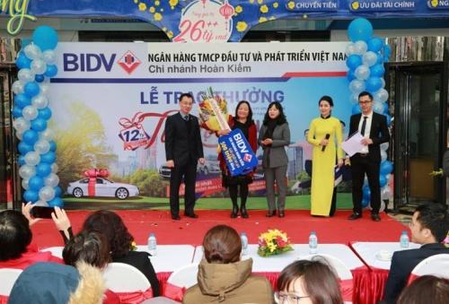 BIDV trao ô tô Chevrolet Aveo cho khách hàng may mắn
