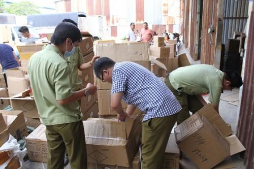 TP.HCM: Tạm giữ hơn 15.000 sản phẩm nước hoa, mỹ phẩm nghi giả