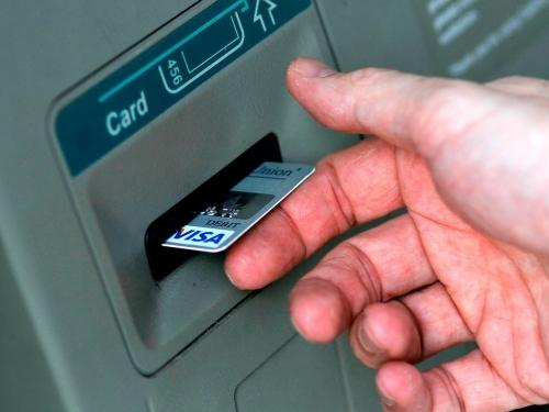 Máy ATM vẫn thong dong