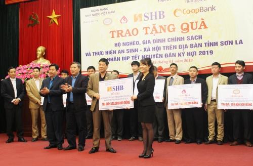 SHB tặng 1 tỷ đồng cho đồng bào khó khăn tại Sơn La