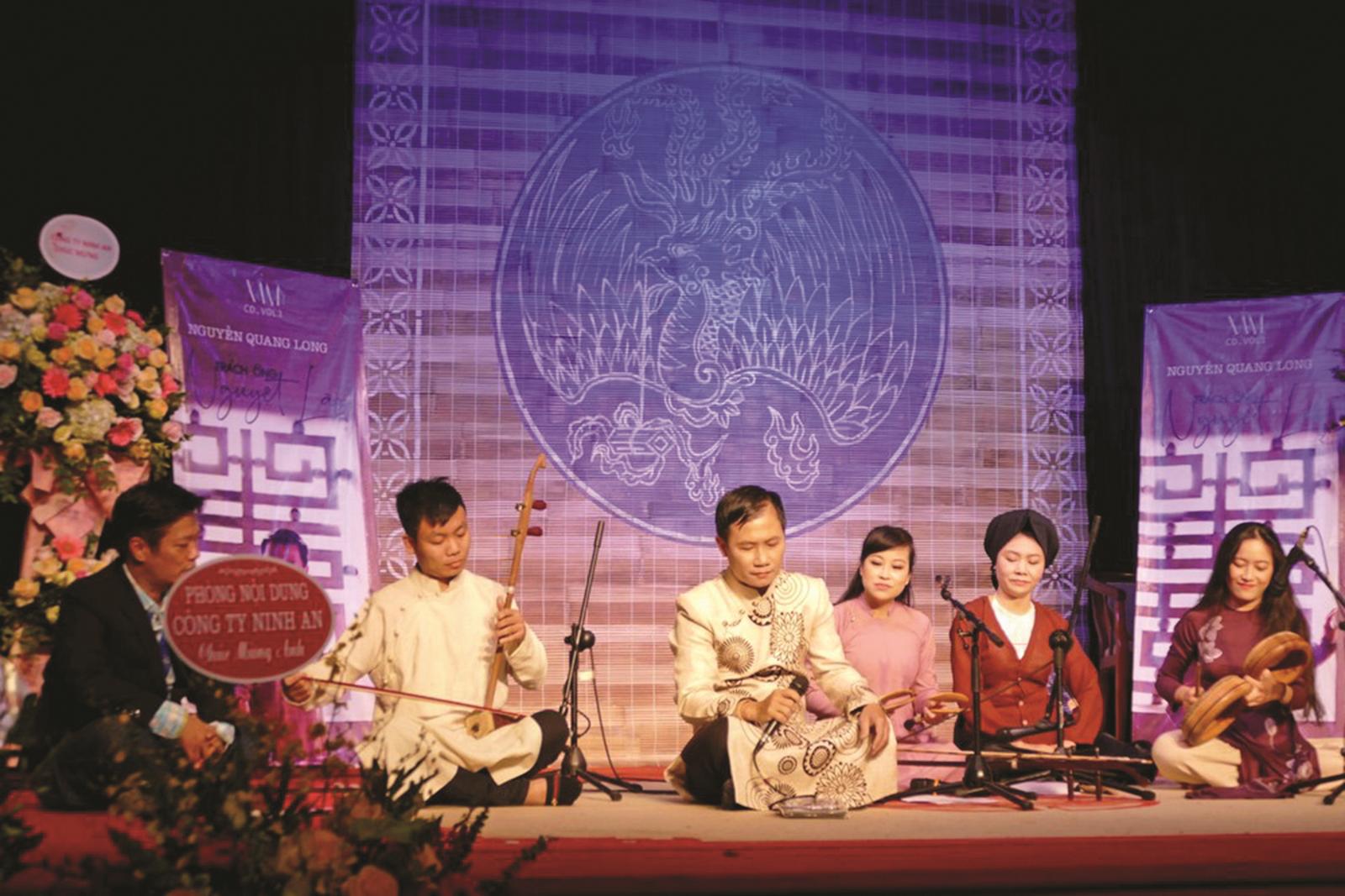 """Khi Nguyễn Quang Long """"Trách ông Nguyệt Lão"""""""