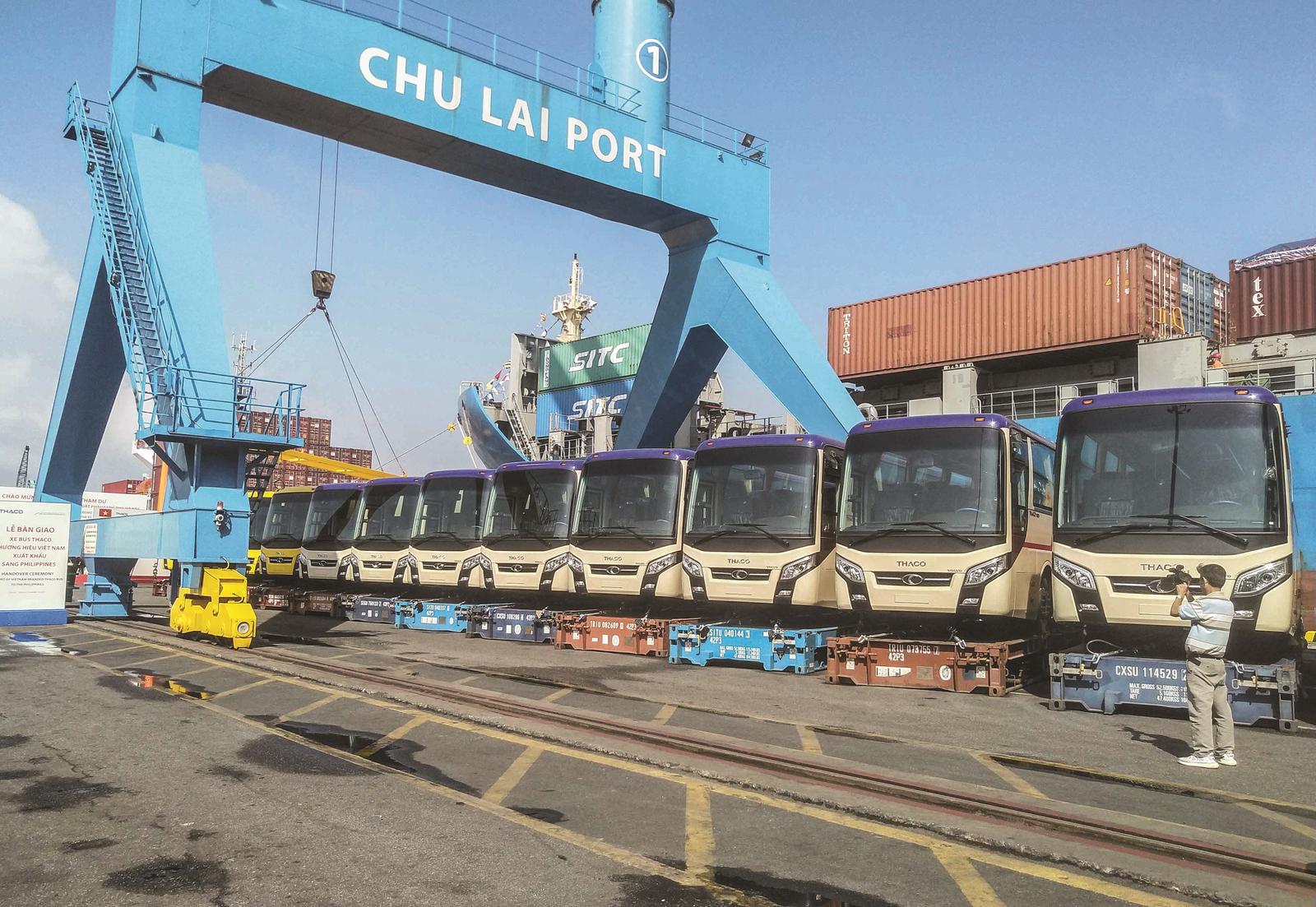 """Xuất khẩu ô tô """"made in Vietnam"""""""