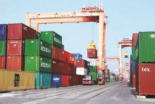 """Xuất khẩu """"lao đao"""" vì thiếu container"""
