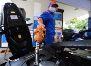 Giá xăng, dầu tiếp tục tăng ngay đầu năm mới
