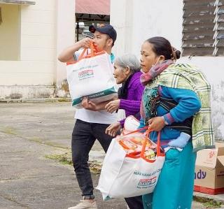 Kienlongbank trao tặng 8.450 phần quà Tết cho bà con khó khăn
