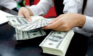 Giá USD ngân hàng vẫn phổ biến quanh 21.365-21.370 đồng/USD
