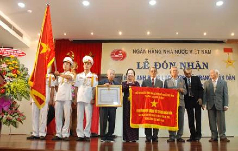 Ban Ngân khố R-C32 nhận danh hiệu Anh hùng Lực lượng vũ trang