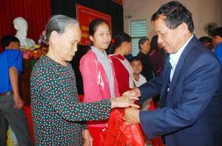 CTCP Xây dựng công trình 545 trao quà Tết cho người nghèo