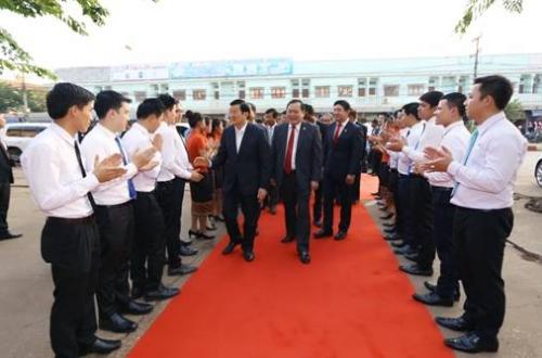Nguyên Chủ tịch nước Trương Tấn Sang thăm và làm việc tại Sacombank Lào