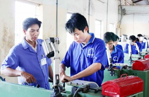 """Làm sao để lao động Việt không còn là… """"nhân công giá rẻ"""""""