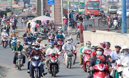 """Thu hồi xe máy quá """"đát"""" để giảm ô nhiễm: Cần tính kỹ"""
