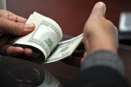 Nhiều ngân hàng bán ra USD trong khoảng 22.730-22.740 đồng/USD