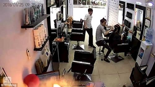 Một chiếc iPhone bất ngờ phát nổ ngay trong tiệm salon tại Việt Nam