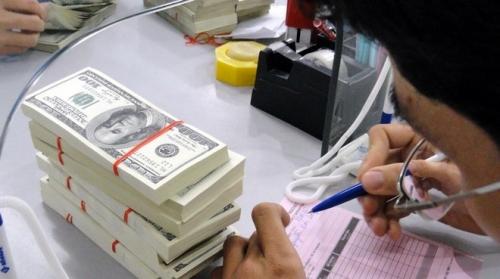 Nhiều ngân hàng tiếp tục tăng giá USD