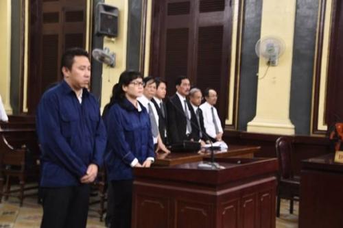 Xét xử 10 bị cáo nguyên cán bộ Navibank