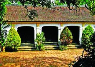 Làng của những ngôi nhà trăm tuổi
