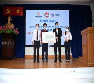 Tập đoàn Hưng Thịnh trao tặng hệ thống máy xét nghiệm tự động cho HCDC