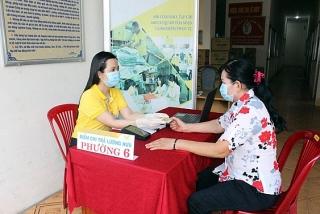 TP.HCM: Chi trả lương và trợ cấp bảo hiểm xã hội qua tài khoản ATM và bưu điện