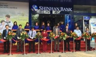 Lần đầu tiên Shinhan Bank bổ nhiệm giám đốc người Việt