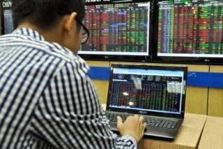 Cổ phiếu ngân hàng lên sàn: Tính toán thiệt hơn
