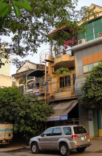 Nhà ống Sài Gòn sửa sáng bừng khiến không ai nhận ra