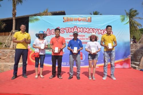 Gần 500 triệu đồng đã được trao tặng cho du khách đến vui chơi Sun World Hon Thom Nature Park