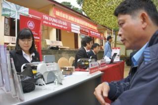 Agribank Sơn La: Ngân hàng trong ô tô...