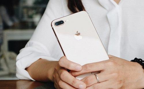 Thị trường iPhone Việt: Cơ hội của 'người cũ' và 'tay chơi' mới
