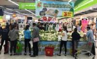 Big C hỗ trợ nông dân bán củ cải trắng
