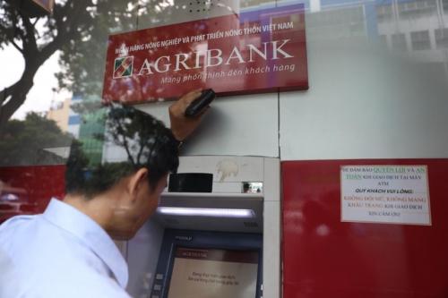 """Đến máy ATM """"Gửi niềm tin, nhận tài lộc"""""""