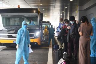Sân bay Vân Đồn đón hơn 500 người Việt từ vùng dịch về theo quy trình đặc biệt