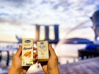 Vinamilk xuất khẩu sữa tươi cao cấp chứa tổ yến đầu tiên đi Singapore