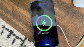 Apple khuyến cáo không sạc iPhone qua đêm