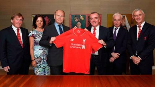 Standard Chartered và Liverpool gia hạn hợp đồng tài trợ