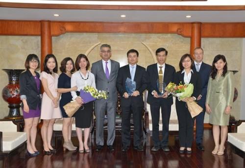 Vietcombank nhận chứng nhận ngân hàng thanh toán chất lượng cao từ SCB