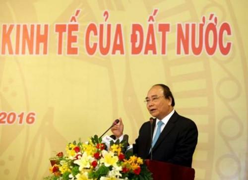 Thủ tướng Nguyễn Xuân Phúc chỉ đạo giảm 1% lãi suất cho vay trung - dài hạn