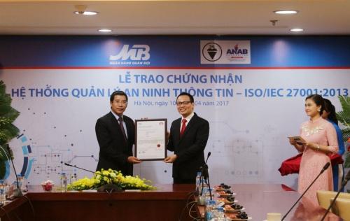 Viện tiêu chuẩn Anh trao chứng chỉ ISO/IEC 27001:2013 cho MB