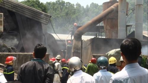 Đám cháy tại xưởng gỗ Phước Tường cơ bản được khống chế