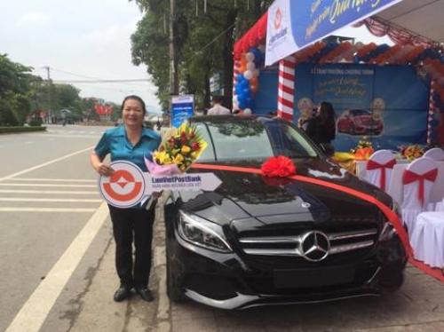 LienVietPostBank trao tặng xe Mercedes cho khách hàng
