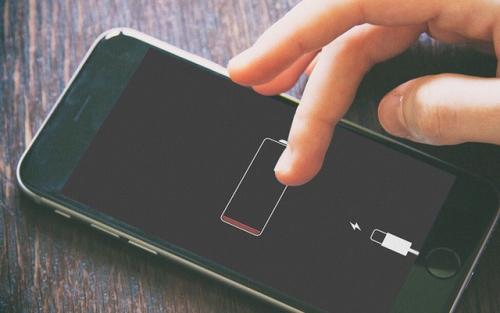Sạc điện thoại qua đêm, tắt ứng dụng ngầm, bật wifi và 'ti tỉ' vấn đề khi dùng smartphone